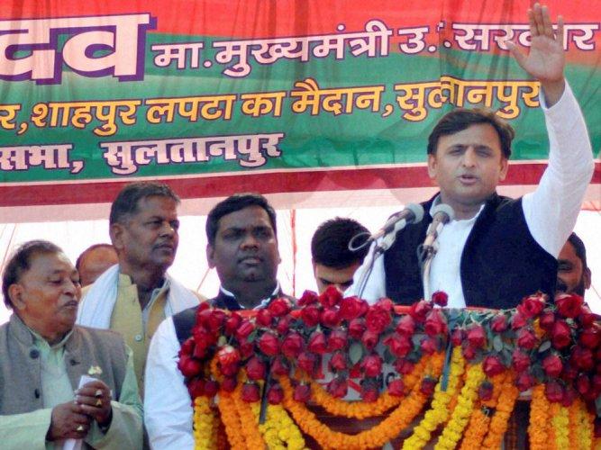 Akhilesh hits campaign trail, praises Mulayam