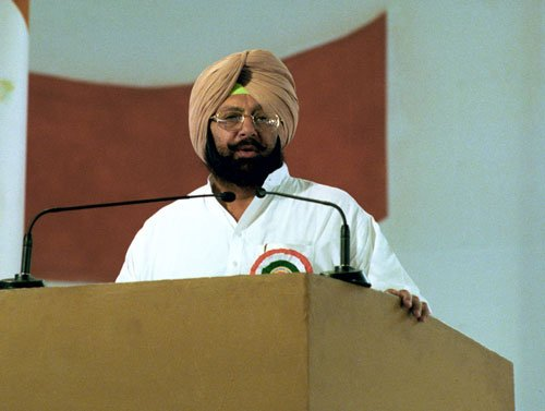 Fight against 'corrupt' Badal and 'biggest liar' Kejriwal: Amarinder