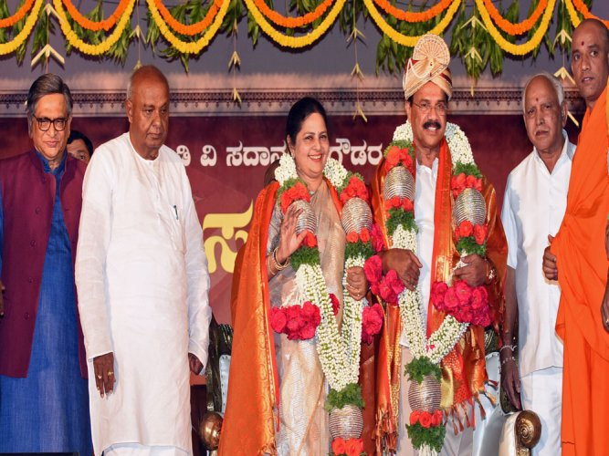 Sadanandakept the smile even amid challenges: Gowda