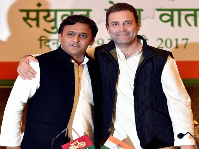 Akhilesh-Rahul bonhomie reflects in road show