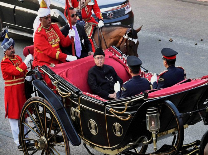 Beating Retreat regales crowd as Prez takes last buggy ride