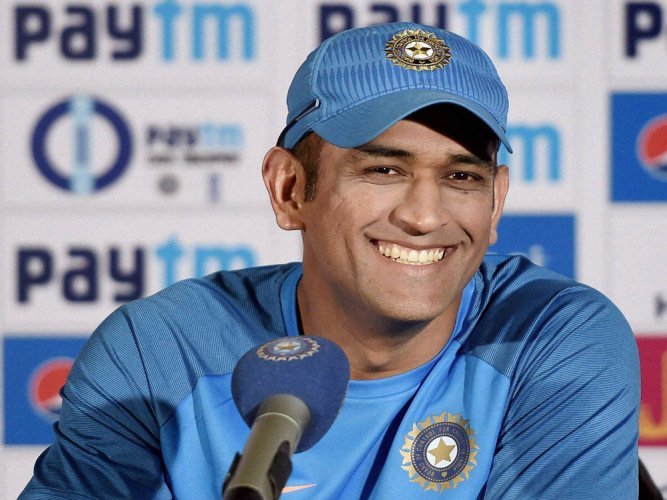 Dhoni files case against mobile firm