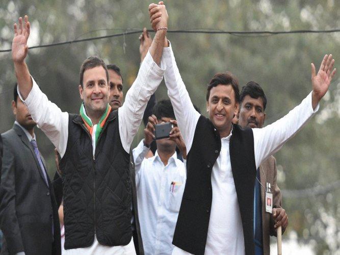 Akhilesh-Rahul hold roadshow  in Lucknow, attack Modi
