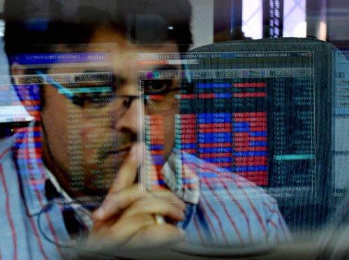 IT stocks dive as Trump brings in H-1B bill