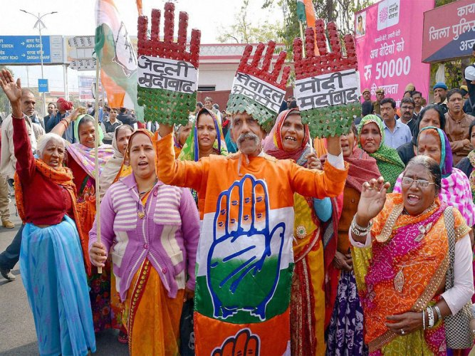 Cong eyes entry in Modi turf as BJP infighting intensifies