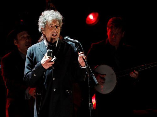 Bob Dylan announces new 3-disc collection of standards