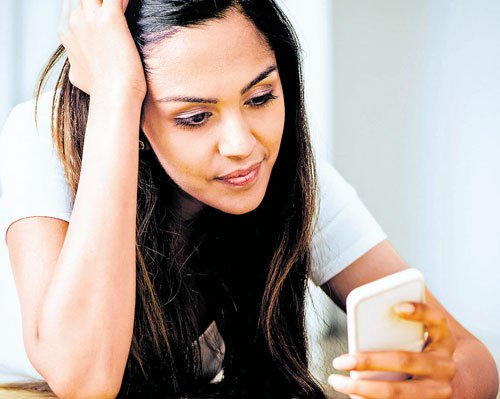 Use of same mobile by many can spread infection: Govt