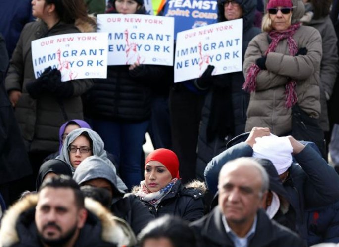 US judge blocks Trump's controversial travel ban