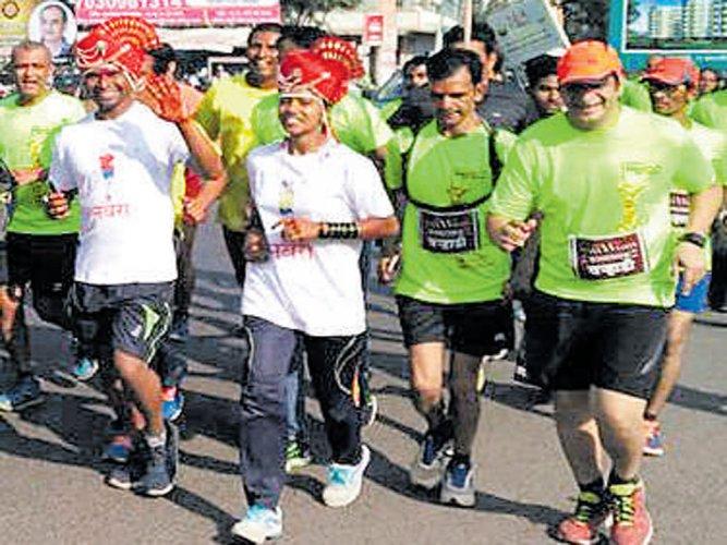 Fitness freaks have a marathon wedding in Satara