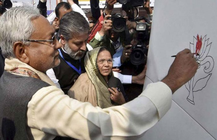 Nitish Kumar adds 'colour to Lotus', triggers speculations