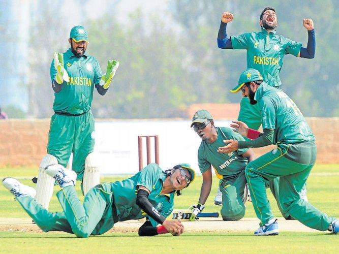 Pak notch big win over SA; Lanka score