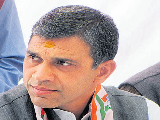 Congress nominee in Rishikesh counts on rebellion within BJP