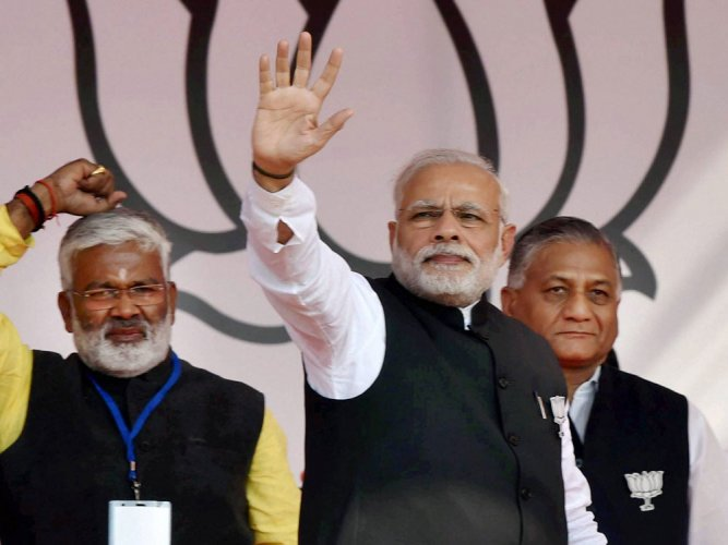 Modi attacks Akhilesh, urges voters to end 'vikas ka vanvas'