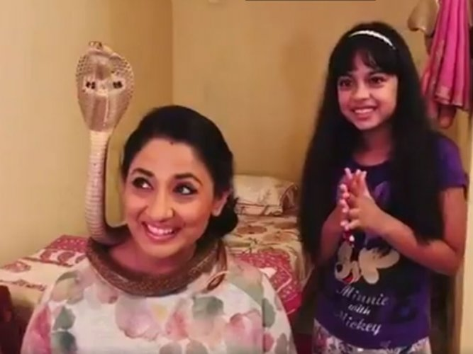 TV actress arrested for posing with cobra gets bail