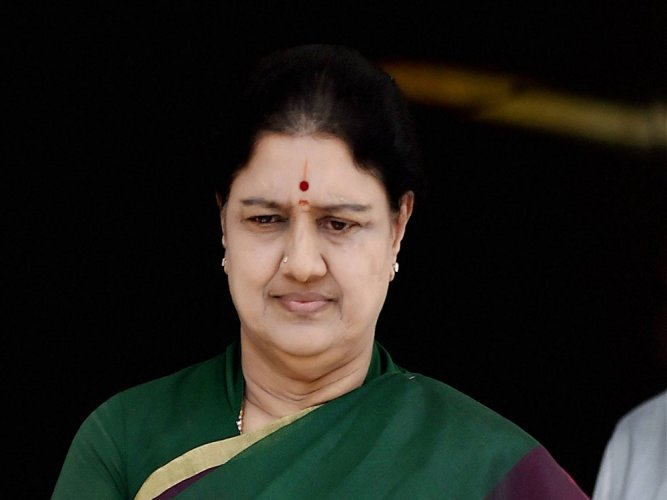 Sasikala stakes claim to form govt, suspense over swearing-in continues