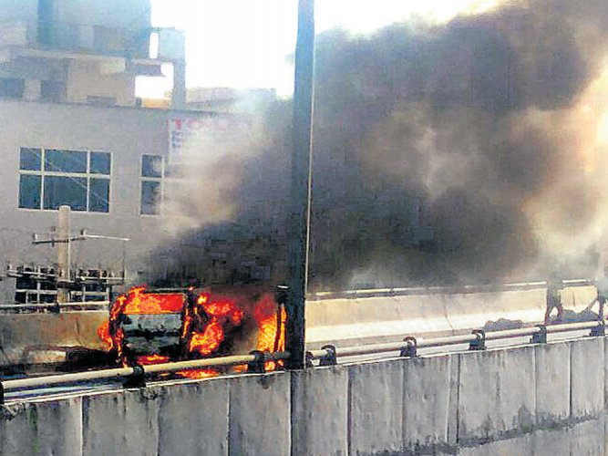 Car catches fire, causes traffic snarls