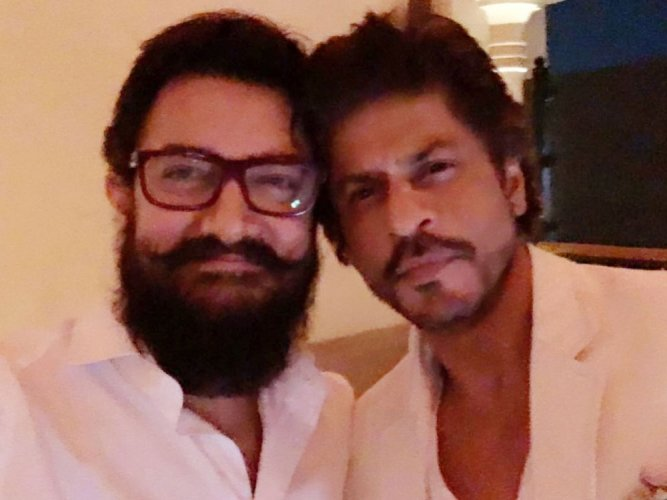 Shah Rukh, Aamir click first picture together in 25 years
