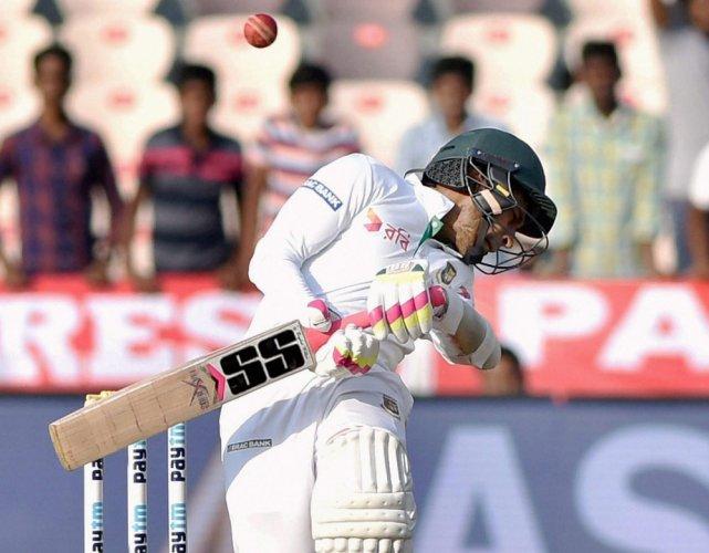 Bangladesh batsmen stage spirited rally