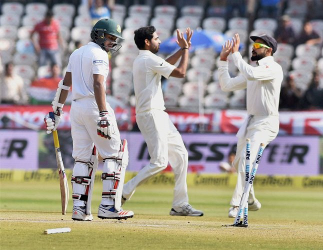 Bangla fight but India on top