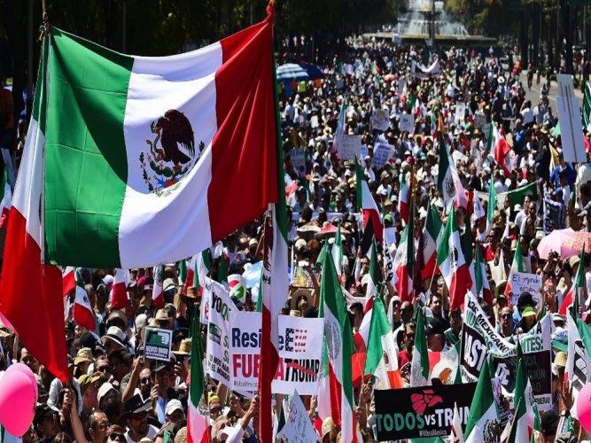 Thousands of Mexicans protest against Trump