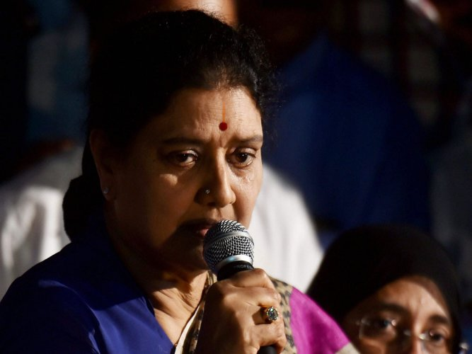 SC convicts Sasikala in corruption case, CM hopes dashed