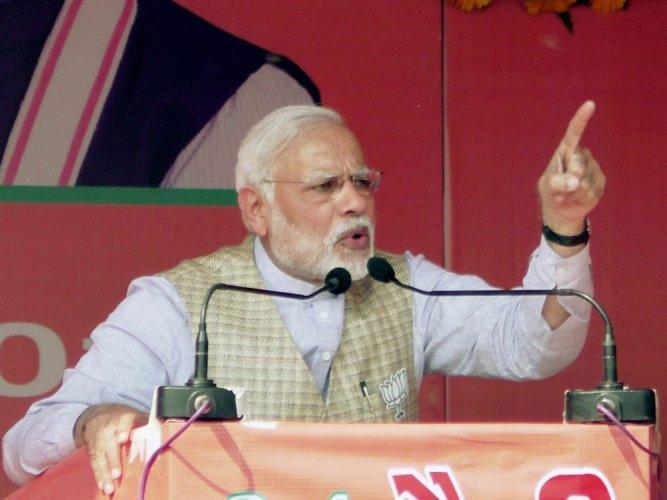 Modi rakes up 1984 attack on Mulayam to mock at SP-Cong alliance