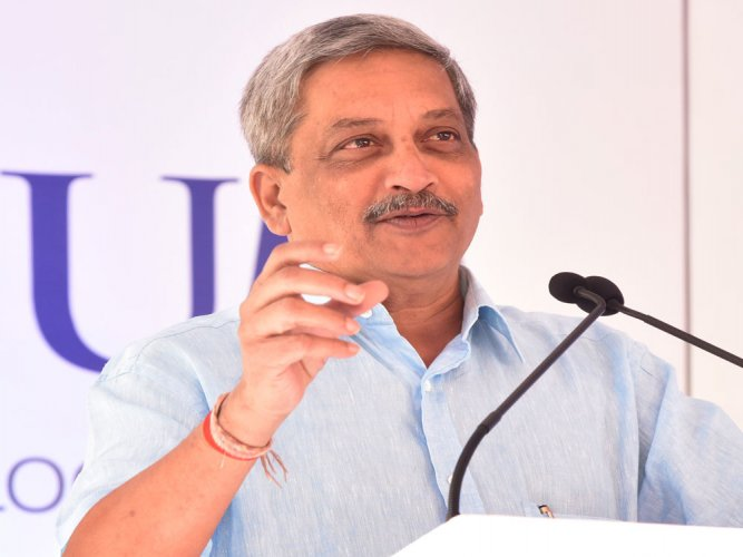 EC notice to Parrikar for flouting poll code