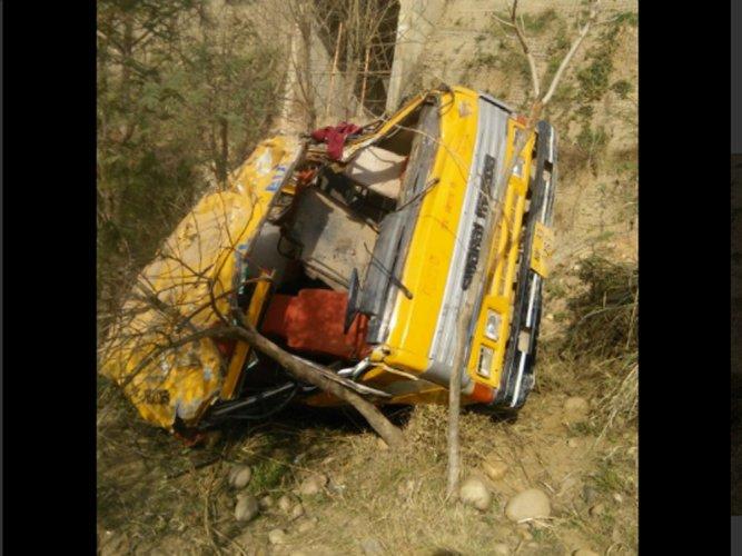 25 children injured as school bus overturns