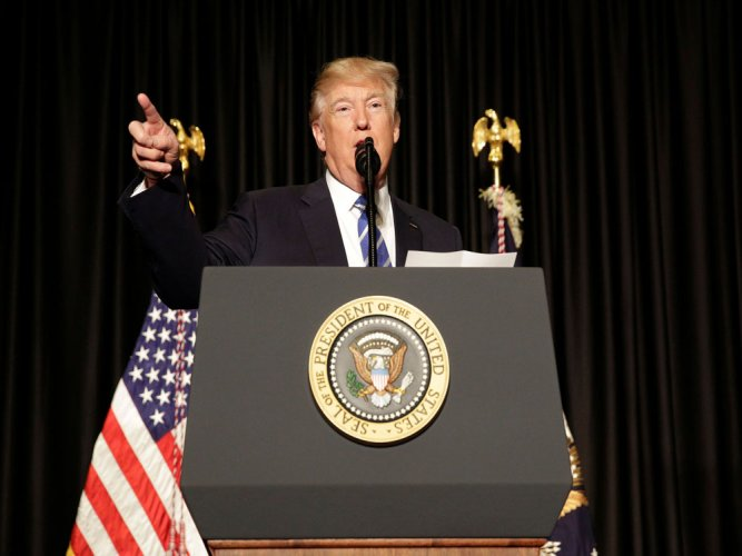Trump vows new order on immigration