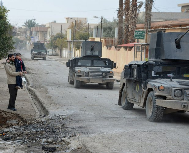 Mosul civilians divided over Iraqi army advice to stay at home