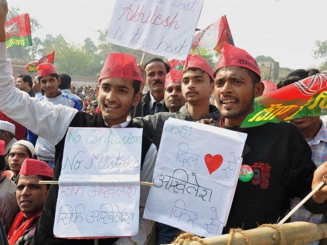 Rebels may turn ruling Samajwadi Party's apple cart