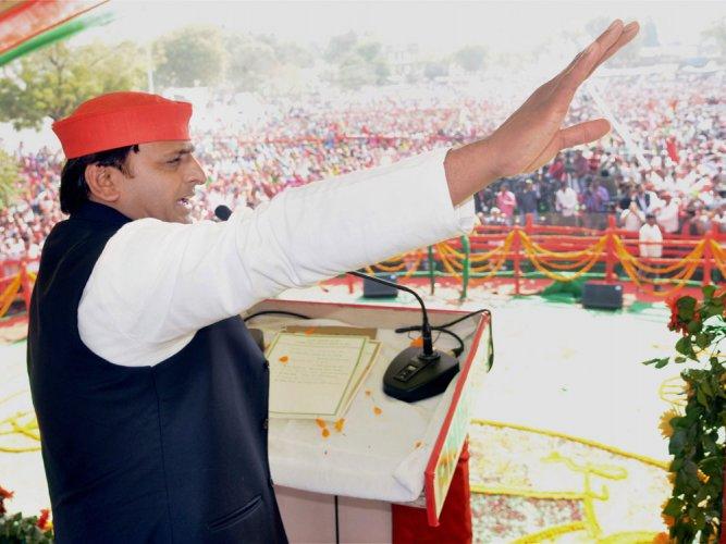Swear by 'Ganga Maiyya' on power supply issue: Akhilesh to PM Modi