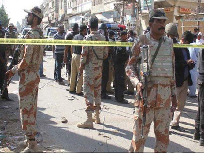 7 killed, 14 injured in suicide blast outside Pak court