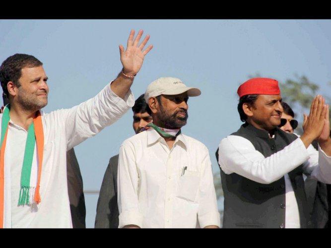 Rahul-Akhilesh, Shah hold road shows in Allahabad