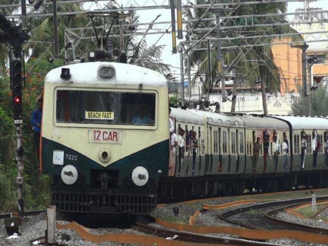 Three killed in EMU train mishap in Chennai