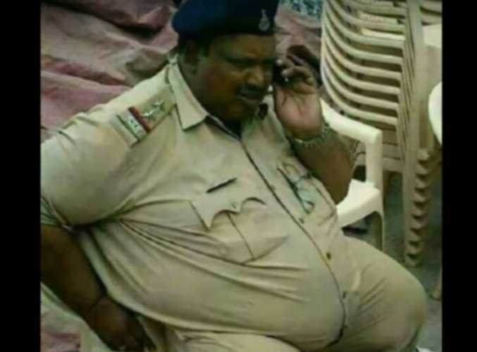 Cop 'hurt' over Shobhaa De posting his image on social media