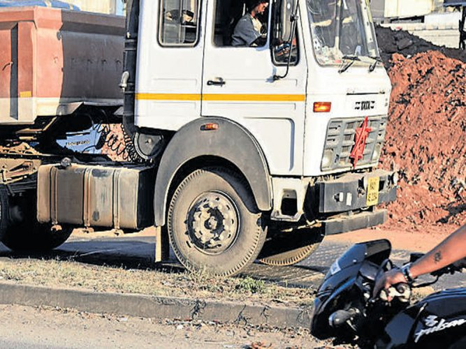 Book road engineers too for highway accidents, say experts