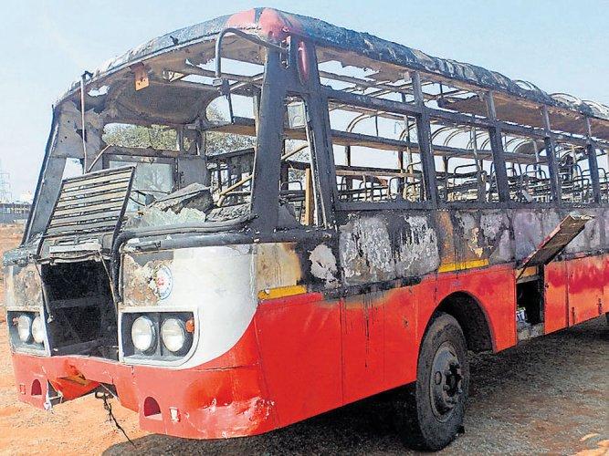 Govt to make fire extinguishers mandatory in pvt, govt buses