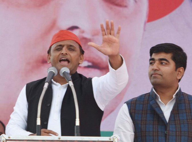 BSP trying to check SP with BJP's help: Akhilesh