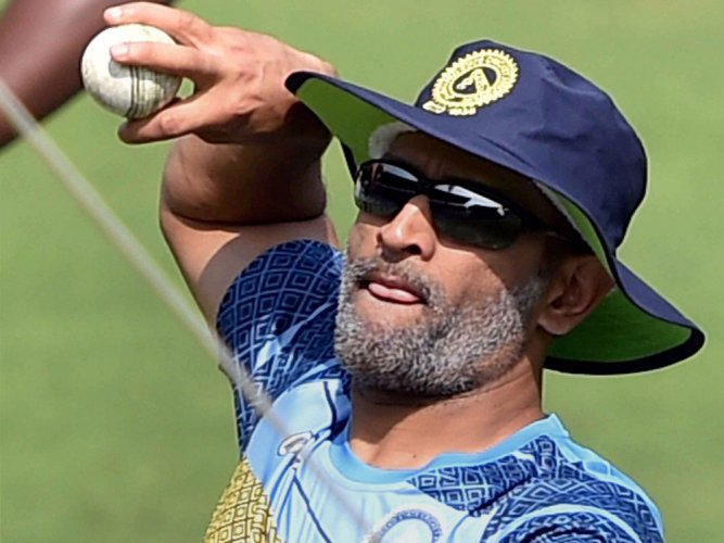 A relaxed Dhoni takes fresh guard for Jharkhand