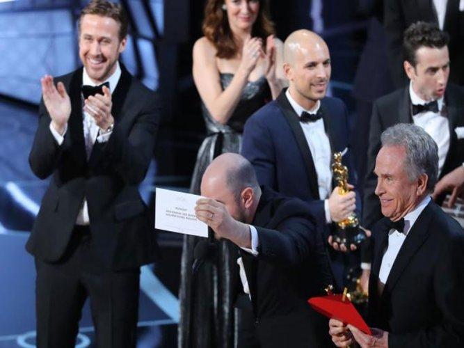 'Moonlight' wins top award at Oscars after announcement gaffe