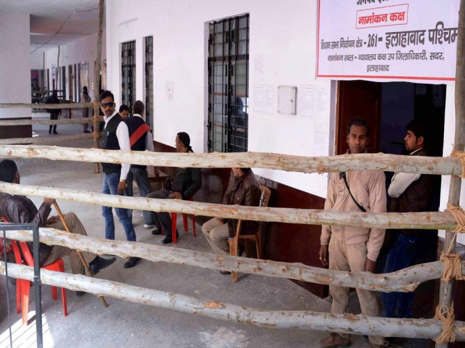 Over 25 pc turnout till noon in phase-V of UP polls