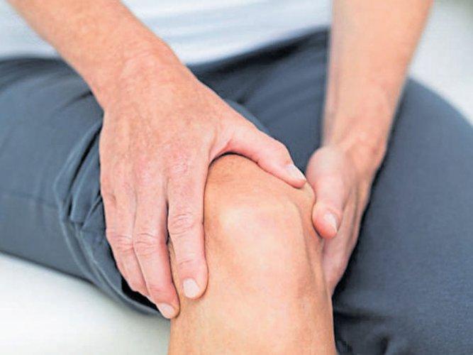 Doctors seek price cap on hip, knee implants