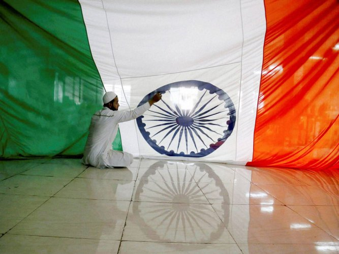 Pak objects to tricolour installation near border