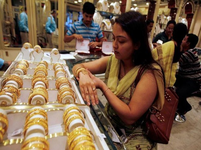 Gold surpasses Rs 30,000 level again, silver above Rs 43,000