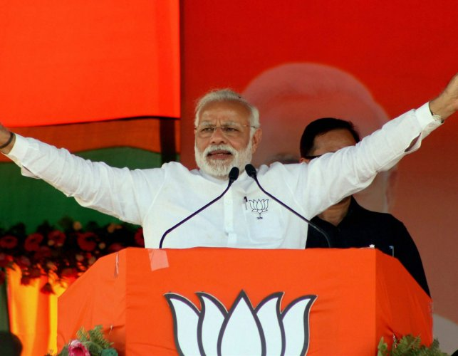 Varanasi bursts at seams as Modi, Akhilesh hold roadshow