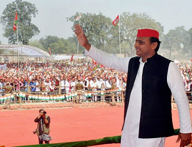 BJP slams Akhilesh for asking electors to take money but vote for SP