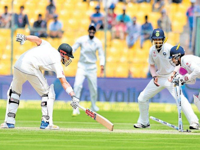 Aussies blunt Indian resolve