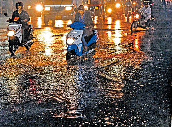Late evening rain has cooling effect on scorching Bengaluru