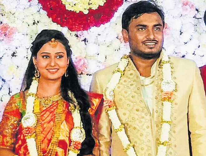Amulya gets engaged to ex-corporator's son
